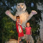 kids-with-tiger